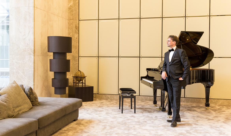 01 pianist marcus sukiennik gerling quartier portrait - Pianist Marcus Sukiennik