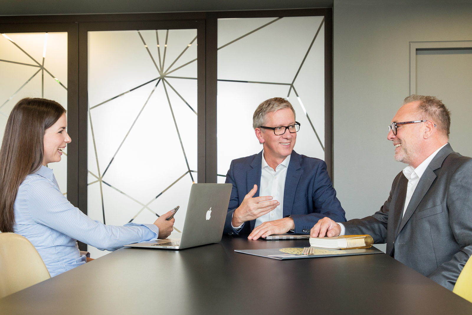 02 schneider executives consulting firma businessportraits - Consulting Fotografie im Design Office