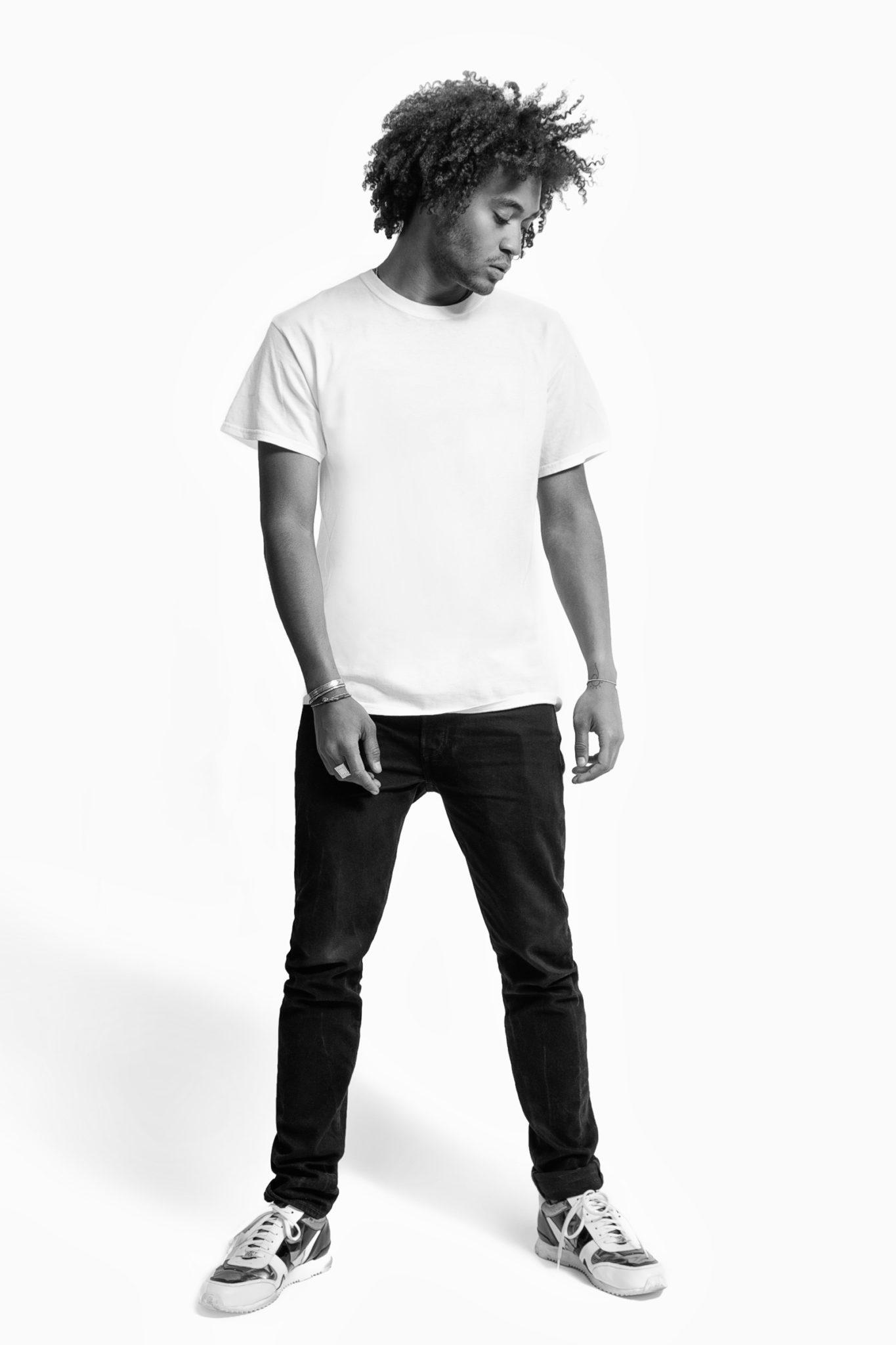 "02b dillan white travelblogger influencer studio portrait - Künstlerportraits ""Dillan White"""