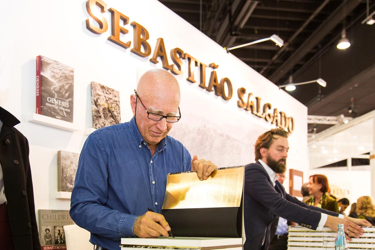 IMG 6842 - Booksigning mit Sebastião Salgado